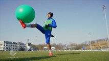 Amine Harit jongle avec tout ce qu'il trouve