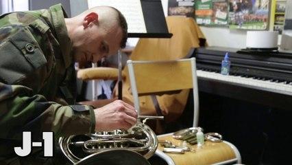 Préparation de la Musique de la Légion étrangère avant le coup d'envoi du Match France/ Italie