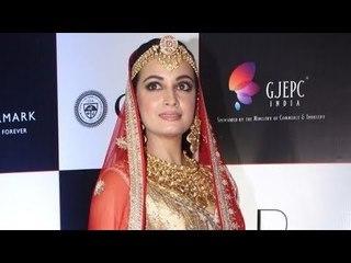 Femina Miss India 2000 Dia Mirza Walks The Ramp