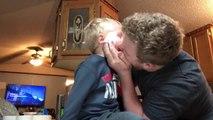 Souffler une pâte coincée dans le nez de son fils : beurk !
