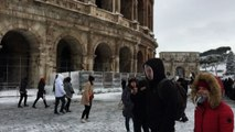 Neve a Roma, immagini da cartolina ma città paralizzata