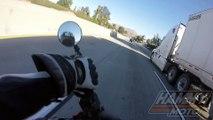 Miracle : ce motard tombe sous un camion à pleine vitesse sur l'autoroute et s'en sort indemne !