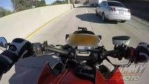 Un motard perd le contrôle de sa moto et passe sous un camion
