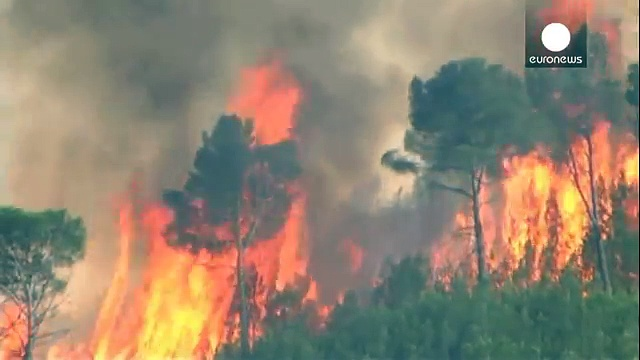 {Watch} Hundreds evacuated from Spanish homes due to wildfires
