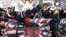 Enraged S.Korea protesters behead effigy of Japan Prime Minister