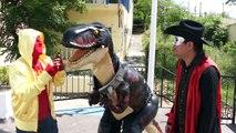 Dinosaurio y Los Manitos de paseo en Santiago Nuevo Leon/Manito y Maskarin