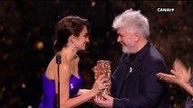 """""""Ce soir j'ai très envie de remercier la vie"""" Penélope Cruz reçoit le César d'honneur ! - César 2018"""