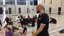 Handicapés et valides jouent ensemble au volley