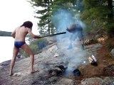 Des métalleux au camping... allume le feu !