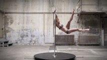 Cette Danseuse Pole Dance défie la gravité et va vous en mettre plein la vue