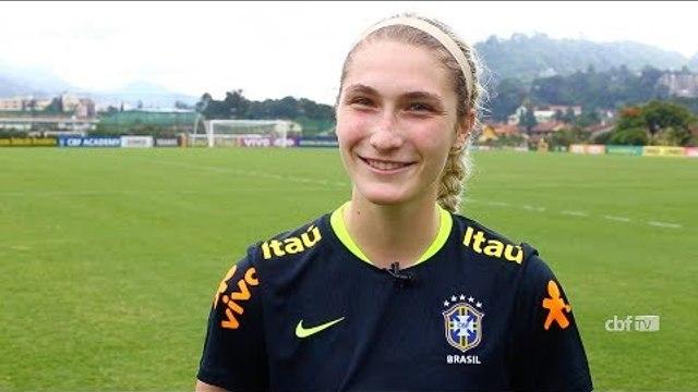 Seleção Feminina: Americana, Jeniffer escolheu vestir a camisa do Brasil em homenagem a mãe