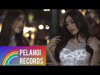 Duo Serigala - Sayang (Official Music Video) | Versi Bahasa Indonesia