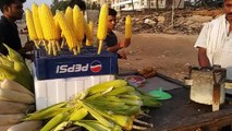 Mubai ka  street masala bhutta II juhu beach delecious masala corn II mumbai street food II
