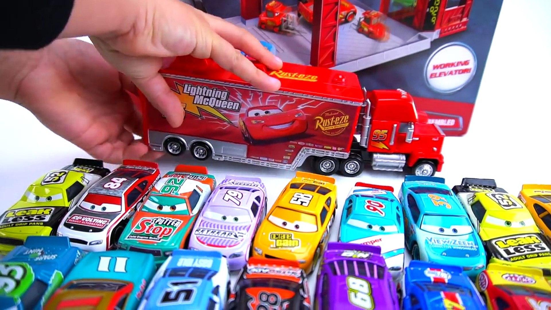 CARS 3 PISTON CUP RACING GARAGE PLAYSET TOY