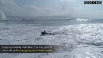 Pris dans les vagues ce Jet Ski frôle le drame pour sauver un surfeur !