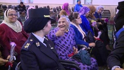 وفد من الشرطة النسائية يزور إحدى دور رعاية المسنين إحتفالا باليوم العالمى للمرأة