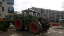 Bourg-en-Bresse : les agriculteurs  devant la préfecture