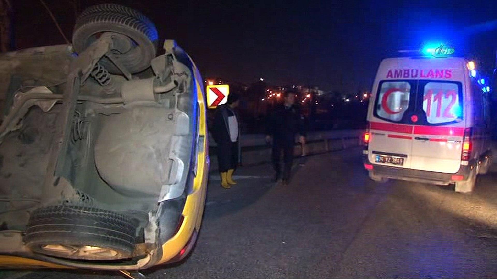 Beyoğlu'nda ticari taksi takla attı: 1'i kadın, 2 yaralı