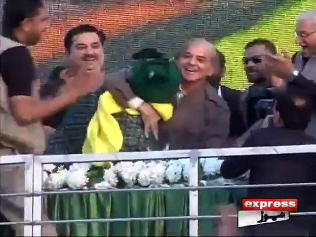 Shahbaz Sharif ki Pahalwan ko Dao Laga Kr Girany Ki Koshish