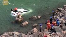 Rescue footage: Car falls into river in southwest China, driver rescued