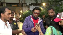 Ranveer Singh Clicks Photos With A Long Queue Of Fans