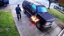 Les caméras de surveillance de cette maison filment un homme en train de mettre le feu à une voiture !