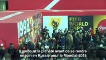 Foot: le trophée de la Coupe du monde à Paris