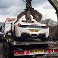 Quand la Police pense détruire une Ferrari 458 volée alors que ce n'est pas une voiture volée... Oups