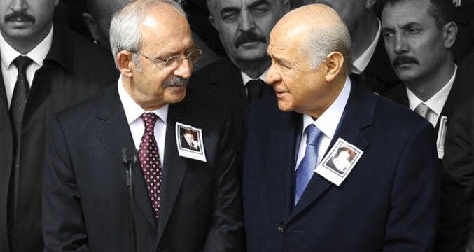 Kılıçdaroğlu ve Bahçeli Cenaze Namazında Yan Yana Saf Tuttu! 3 Ay Sonra İlk Sohbet