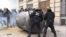 Grève du 22 mars 2018: les images des heurts entre casseurs et policiers lors de la manifestation