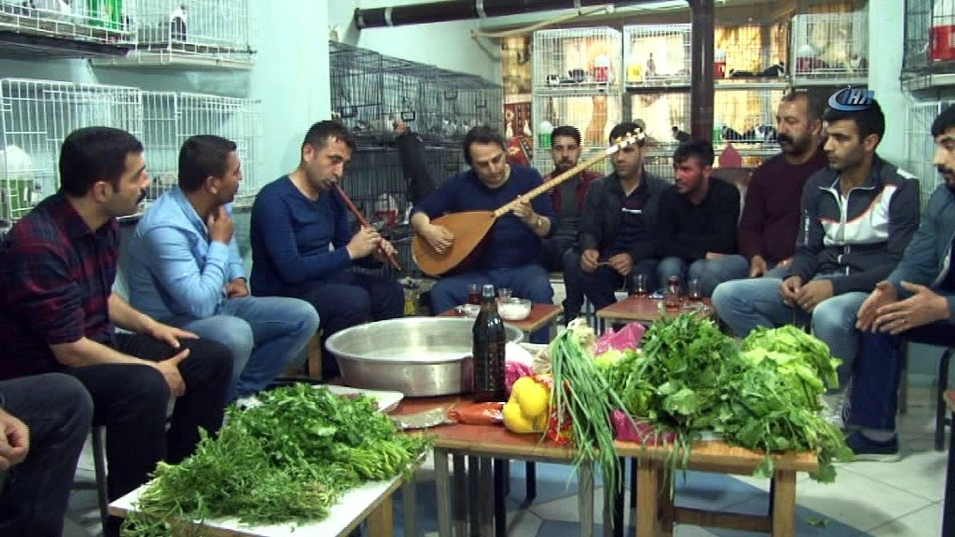 Diyarbakır'da güvercinler için sazlı sözlü çiğköfte partisi verildi