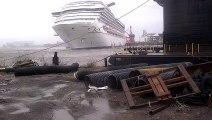 Ce bateau de croisiè se dé et fonce dans un autre bateau