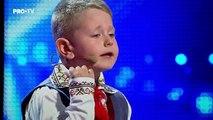 Un băiețel de doar 6 ani din Chişinău i-a impresionat pe juraţii de la ROMANII AU TALENT, dar şi publicul care l-a aplaudat în picioare. Este vorba despre Dorin Mânzat, care a recitat impecabil o poezie, învățată cu b