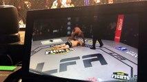 Ce combattant MMA fait un salto sur son adversaire KO et se fait disqualifier