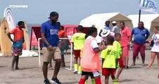 """L'attaquant ivoirien Didier Drogba , ambassadeur de l'association """"Peace & Sports"""", joue au foot avec des jeunes de Cartagène des Indes en Colombie"""