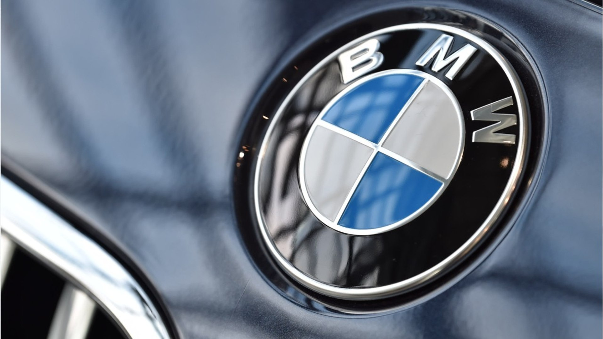 BMW Automatic Door Chopped Off Engineer's Thumb?