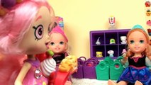 Shopkins! Anna and Elsia Toddlers are Shoppies! Shopkins Vending Machine Bubbleisha Shopkins