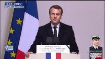 """Hommage à Arnaud Beltrame: """"Il a fait ce choix car il se serait éternellement reproché de ne pas l'avoir fait"""", dit Emmanuel Macron"""