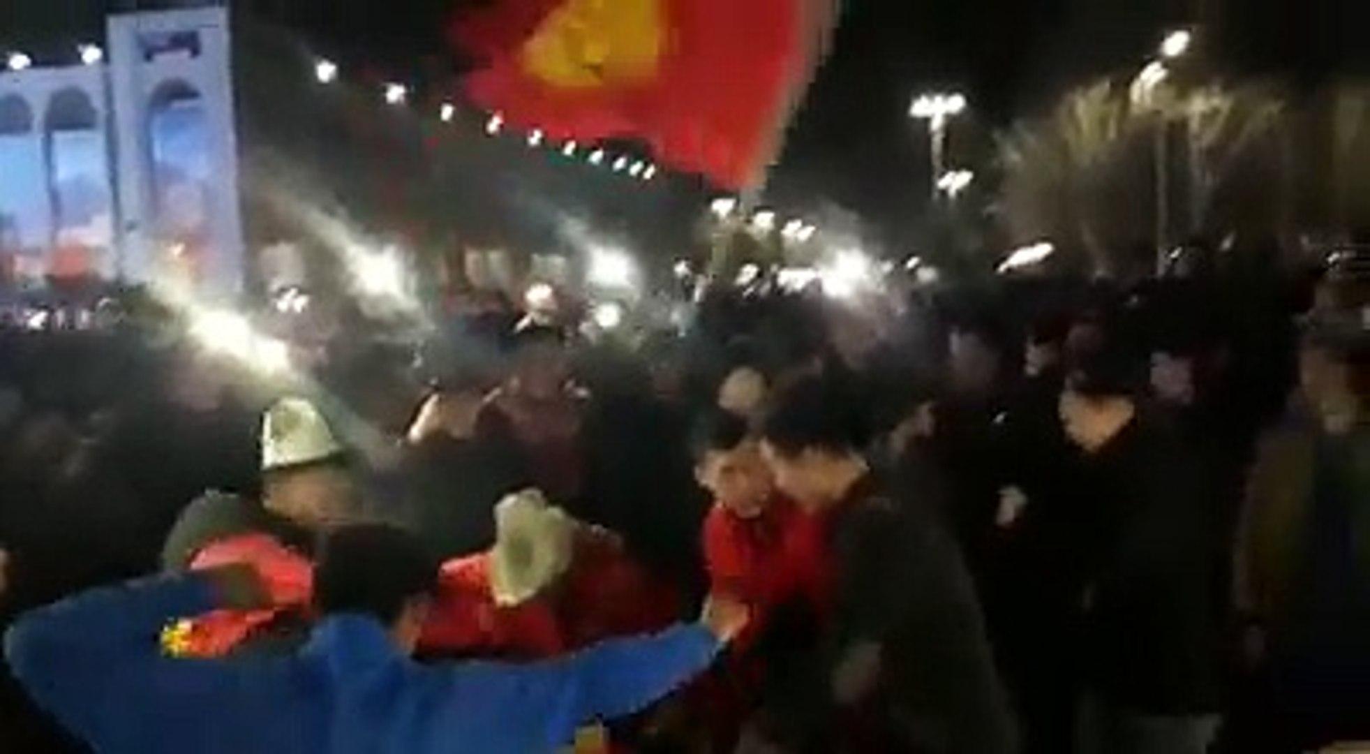 Футбол күйөрмандары Ала-Тоо аятында Кыргызстандын футбол боюнча улуттук курама командасынын күйөрмандарынын кубанычында чек жок. Күйөрмандар Кыргызстан - Инди