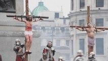 La recreación de la crucifixión de Jesucristo atrae multitudes en Londres
