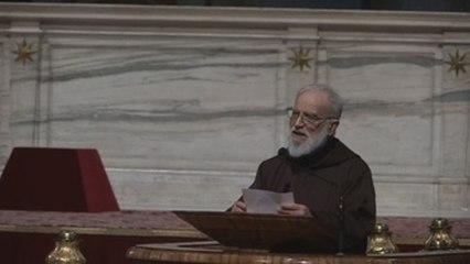 """El predicador papal avisa a los jóvenes de la """"deriva trágica"""" del amor posesivo"""