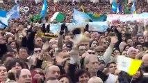 Papst umjubelt bei erstem Angelus-Gebet | Journal