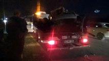 Refüjü aşan otomobil karşı yönden gelen araçlara çarptı  1 ölü, 2 yaralı- İzmir-İstanbul yolunda meydana gelen kaza trafiğin uzun süre kilitlenmesine yol açtı- Parçalara ayrılan otomobilin içinde hayatını kaybetti