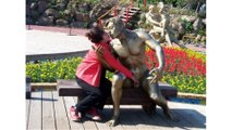 Best Funny Photos Of People Messing With Statues images/People Took Posing With Sculptures To Another Level