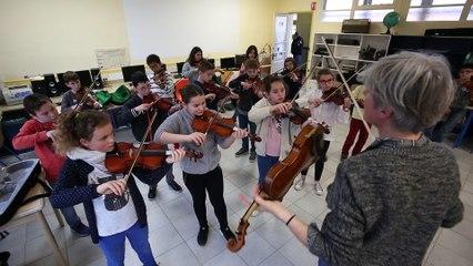 Les écoliers de Montbron répètent leur concerto de violon