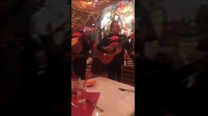 Beatriz Gonzalez - Se Me Olvido Otra Vez - Live Performance at Mi Tierra Cafe in San Antonio