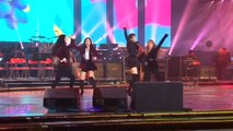 VIDEO: 레드벨벳 (Red Velvet), 소녀시대(Girls' Generation)'s Seohyun and other North and South Korean singers dazzle an enthusiastic North Korean audience.(: Reuters)