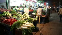 DELHI, busy fruit and vegetable MARKET at MAIN BAZAAR Road in PAHARGANJ (INDIA)