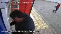 Mağdur vatandaşın dolandırıcılara para yatırdığı anlar kamerada...Polis dolandırıcıya yatırılan parayı engelledi, sahibini arıyor