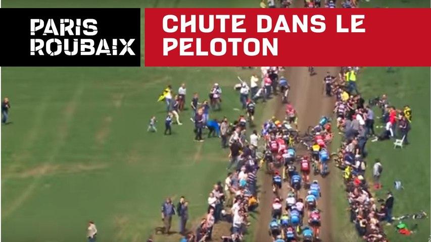 Chute dans le peloton - Paris-Roubaix 2018